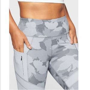 Athleta NWOT All in Camo 7/8 Tight size XS